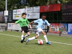 Jonge talenten voetballen voor zieke leeftijdgenootjes