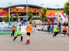 Jonge voetballertjes steunen zieke leeftijdgenootjes