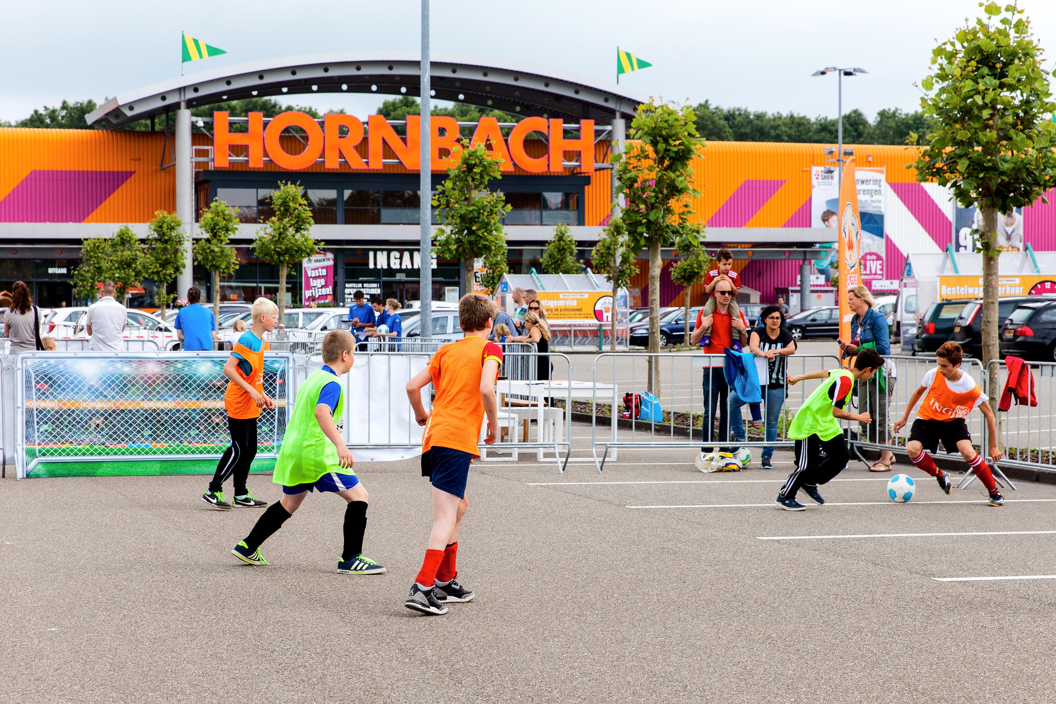 Hornbach Keukens Groningen : Jonge voetballertjes steunen zieke leeftijdgenootjes
