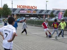 Jonge voetbalhelden halen geld op voor zieke leeftijdgenootjes