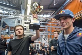 Max Verstappen bij Hornbach in Best