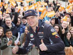 Max Verstappen uitgezwaaid bij Hornbach Amsterdam