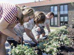 Nieuwe bewoners De Rank genieten van tuin