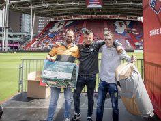 Knalrode Bunnikside en 17 sheltersuits voor daklozen dankzij FC Utrecht en HORNBACHhelpt