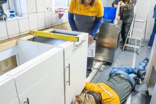 Amsterdam, Hornbach keukenproject bij voetbal vereniging DCG.