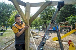 GELDROP - Hornbach Helpt kinderboerderij Geldrop.